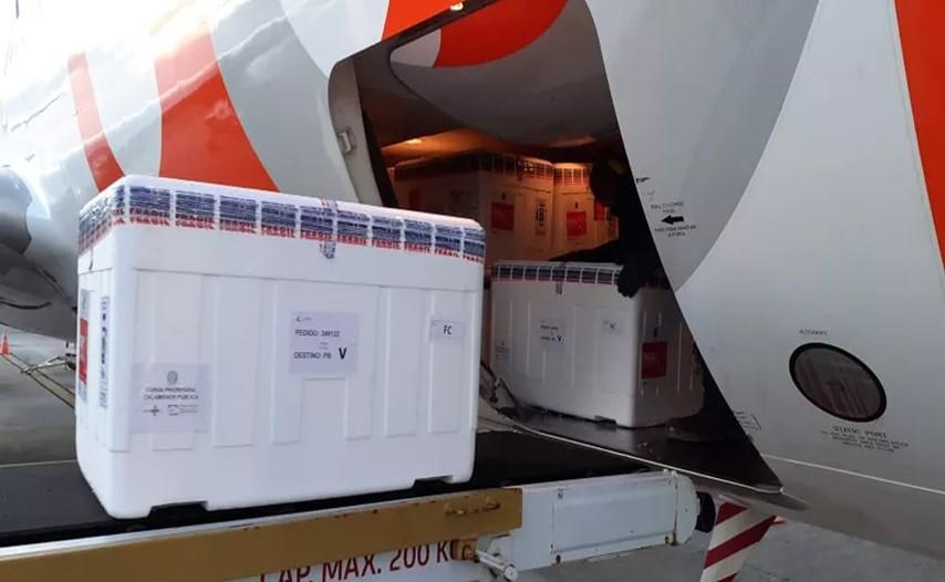 Novas doses vão chegar em dois voos nesta terça-feira. - Foto: Reprodução/Divulgação: SES/PB